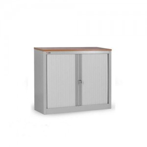Металлический шкаф с дверьми-жалюзи.