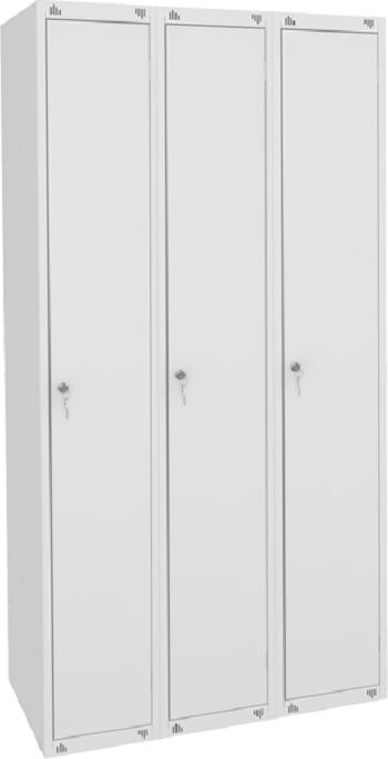 Шкаф для одежды трёхсекционный.