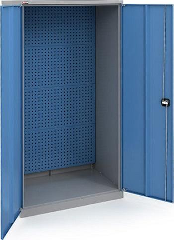 Окрашенный инструментальный шкаф.