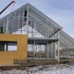 Строительство здания из легковозводимых металлоконструкций.