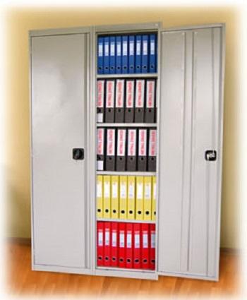 Двухстворчатый металлический архивный шкаф.