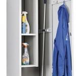 Шкаф для рабочей одежды и инвентаря.