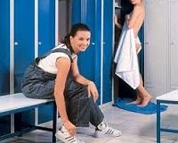 Шкаф в спортивной раздевалке.